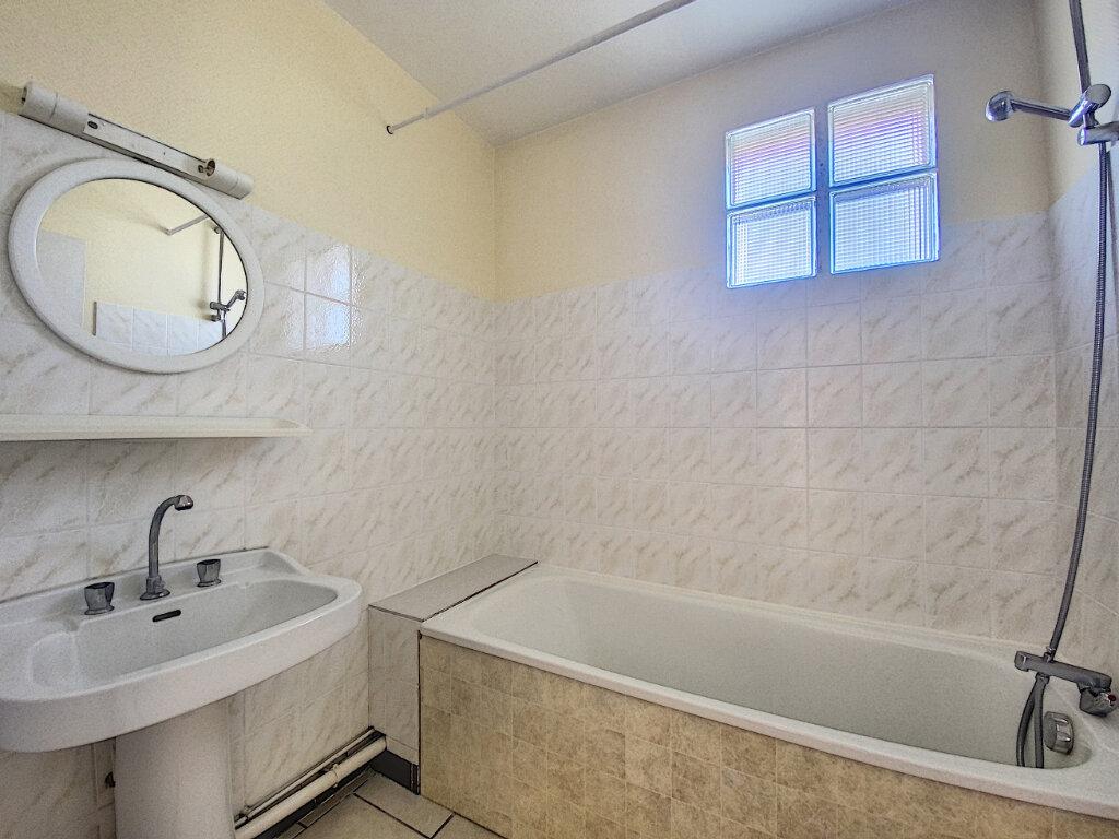 Appartement à louer 5 85m2 à Aurillac vignette-7