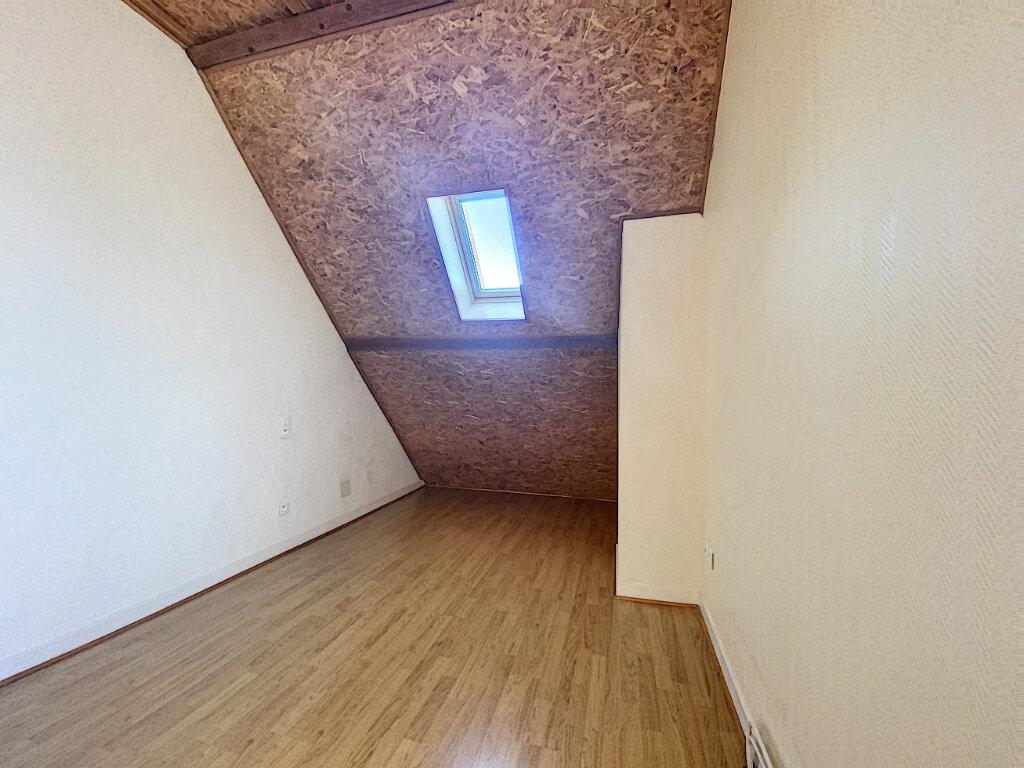Appartement à louer 5 85m2 à Aurillac vignette-9