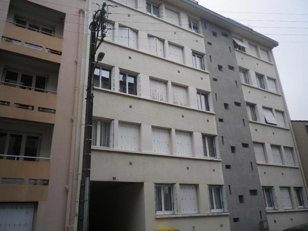 Appartement à louer 5 85m2 à Aurillac vignette-11