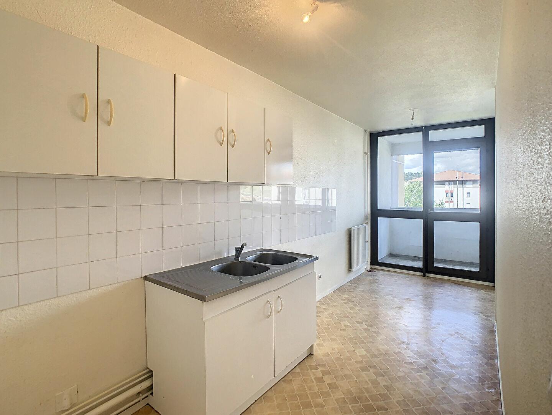 Appartement à louer 3 66m2 à Aurillac vignette-2