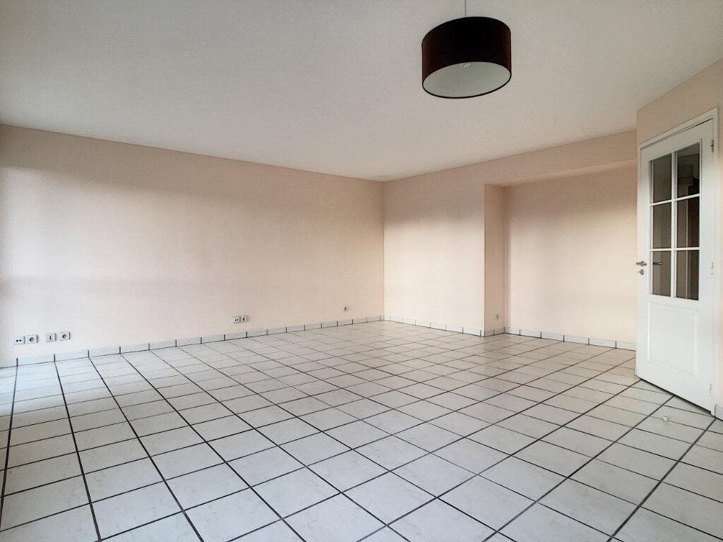 Appartement à louer 4 82.53m2 à Aurillac vignette-1