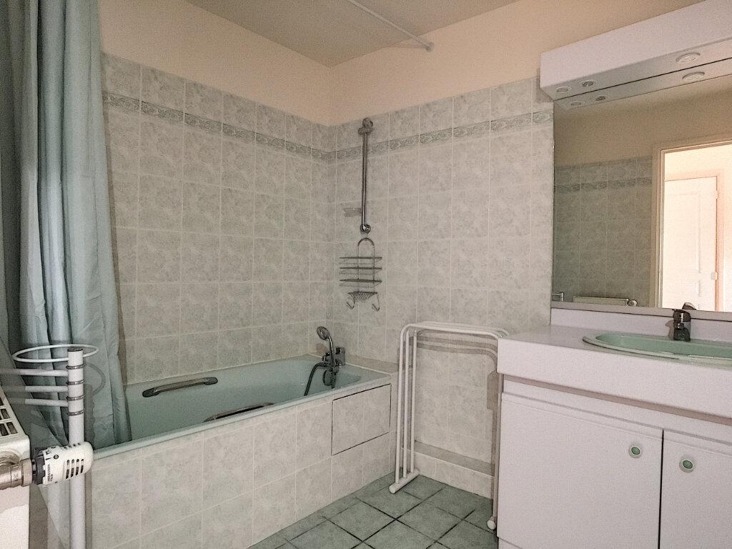 Appartement à louer 4 82.53m2 à Aurillac vignette-5