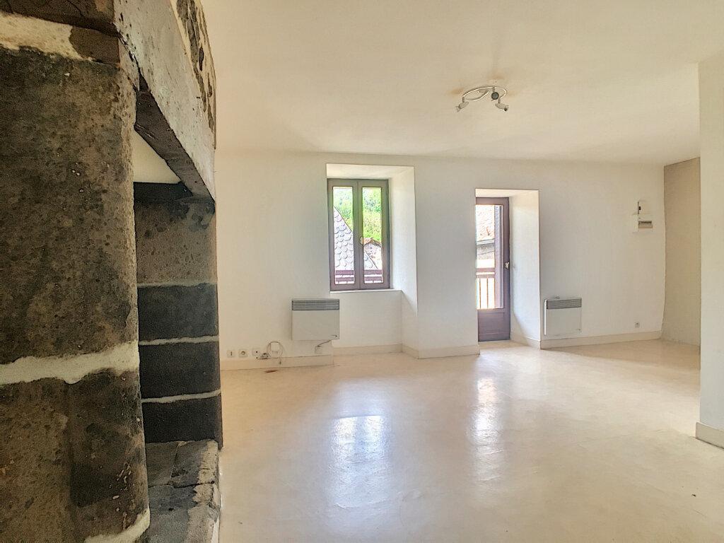Appartement à louer 2 41m2 à Vic-sur-Cère vignette-1