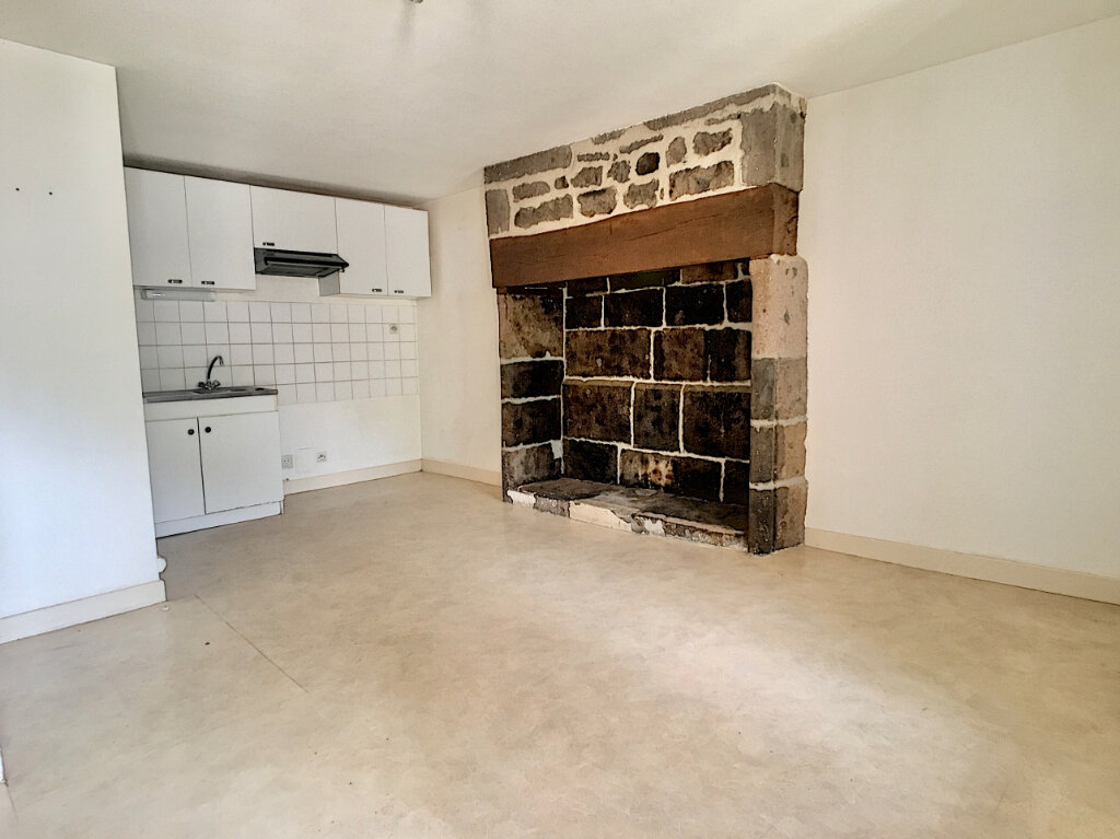 Appartement à louer 2 41m2 à Vic-sur-Cère vignette-3