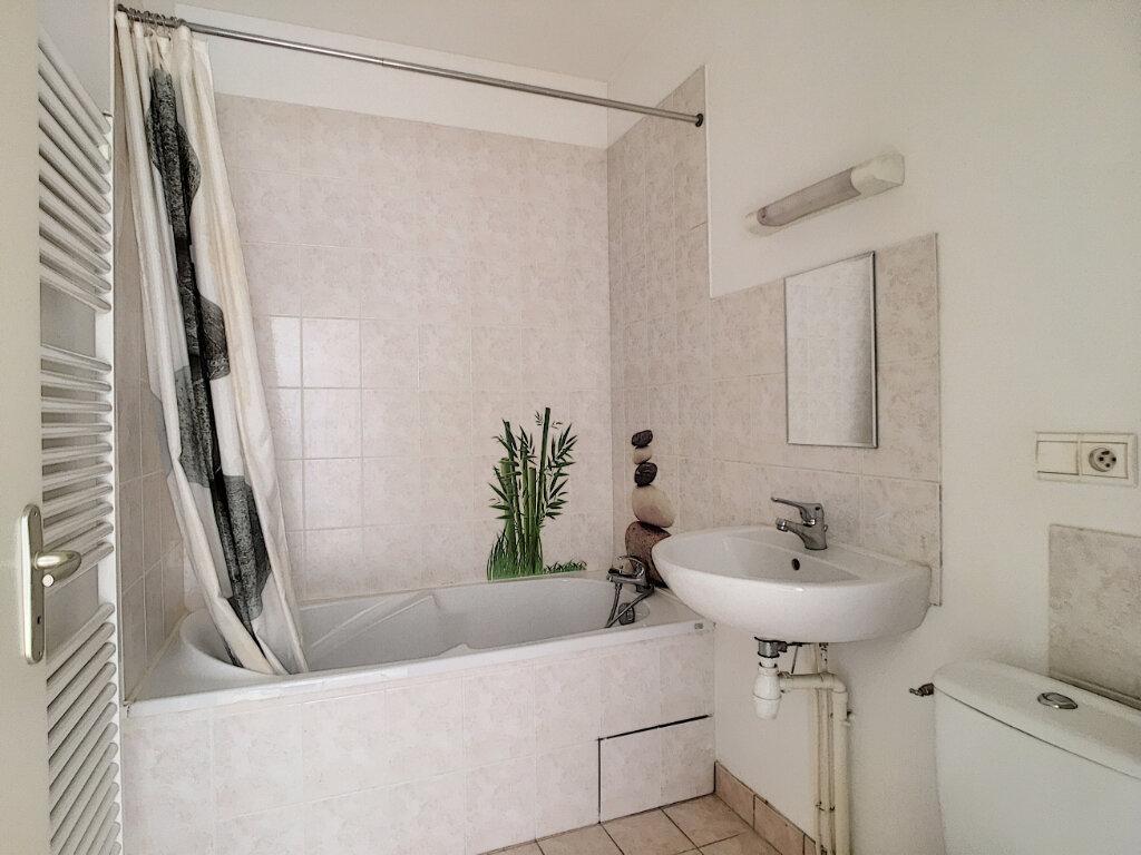 Appartement à louer 4 80m2 à Aurillac vignette-8