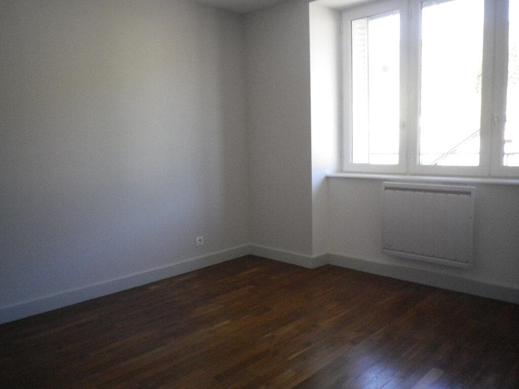 Appartement à louer 3 60.14m2 à Saint-Martin-Valmeroux vignette-4