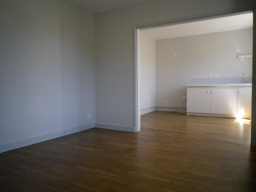 Appartement à louer 3 60.14m2 à Saint-Martin-Valmeroux vignette-5