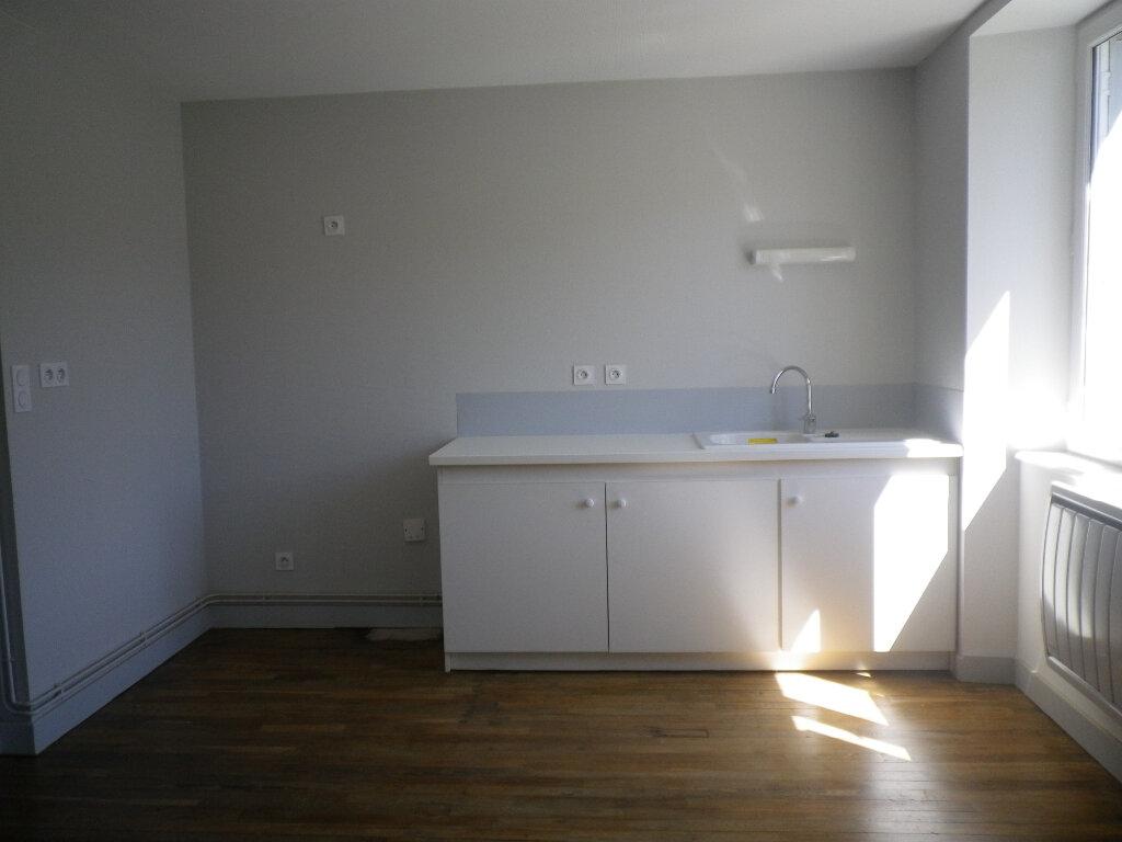 Appartement à louer 3 60.14m2 à Saint-Martin-Valmeroux vignette-6