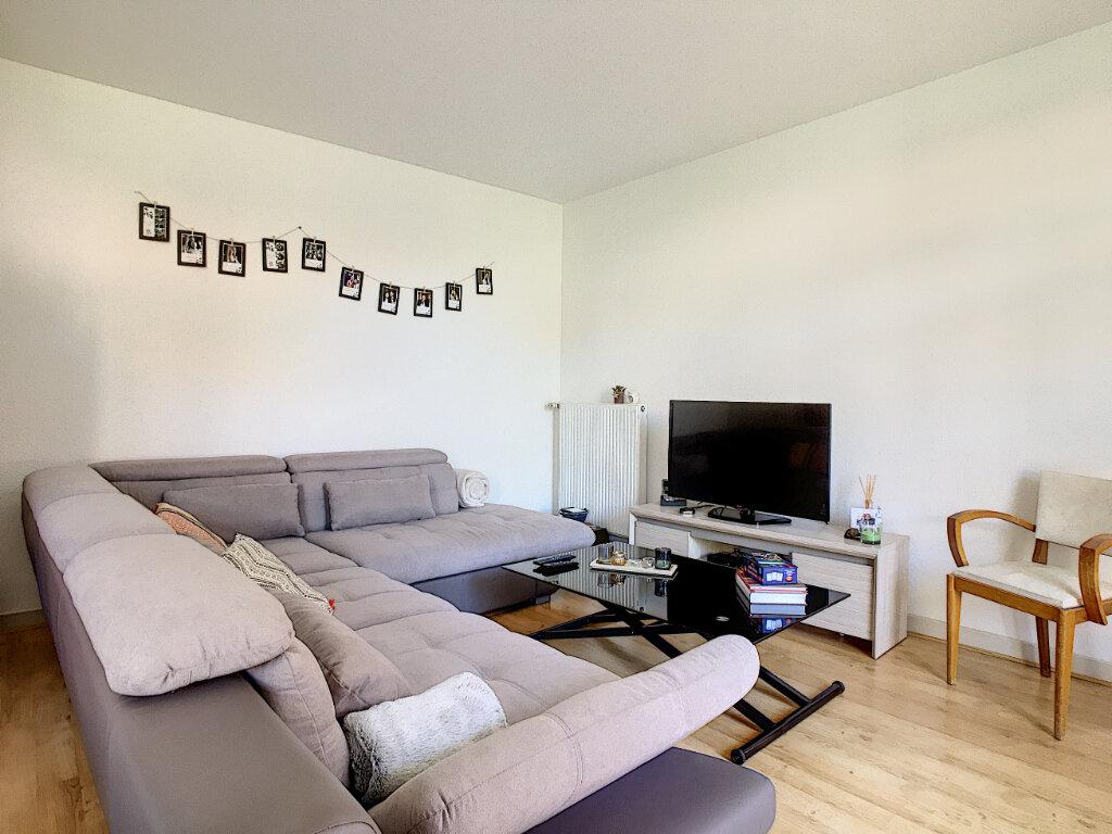 Appartement à louer 4 87m2 à Aurillac vignette-1