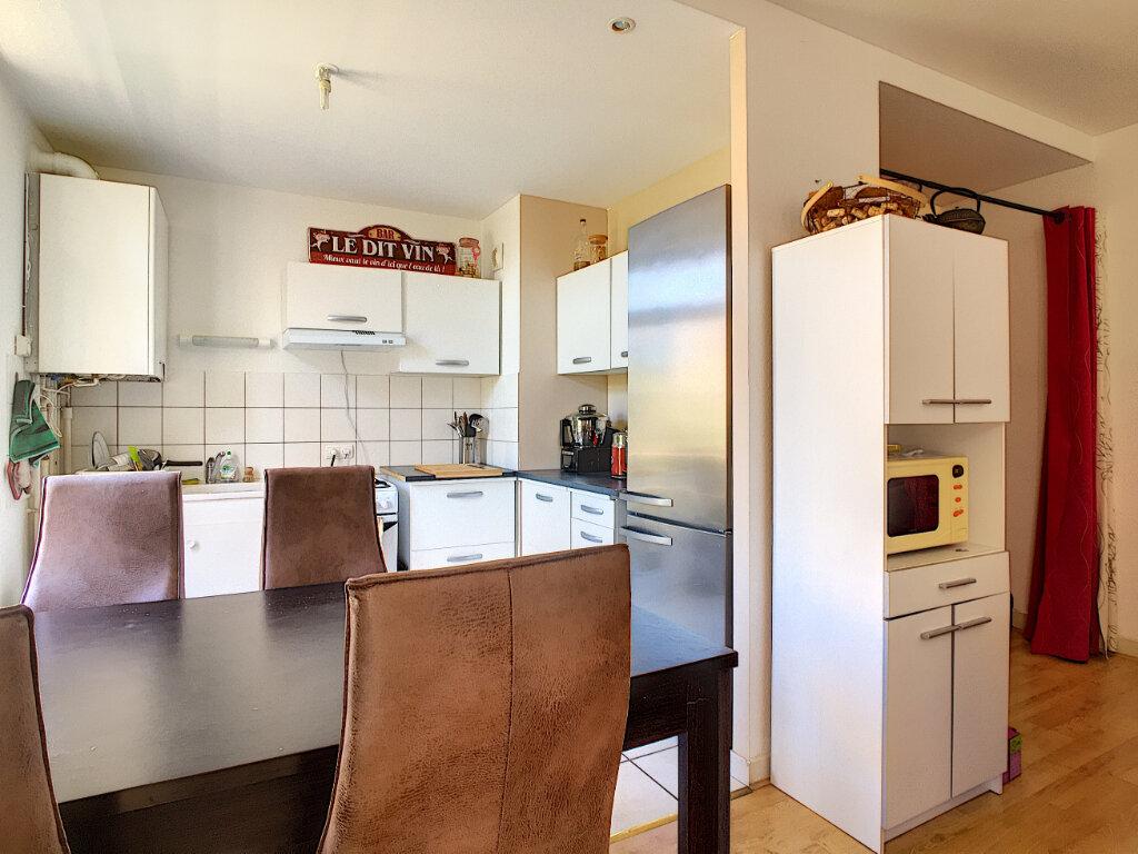 Appartement à louer 4 87m2 à Aurillac vignette-2