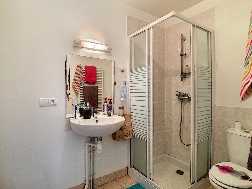 Appartement à louer 4 87m2 à Aurillac vignette-4