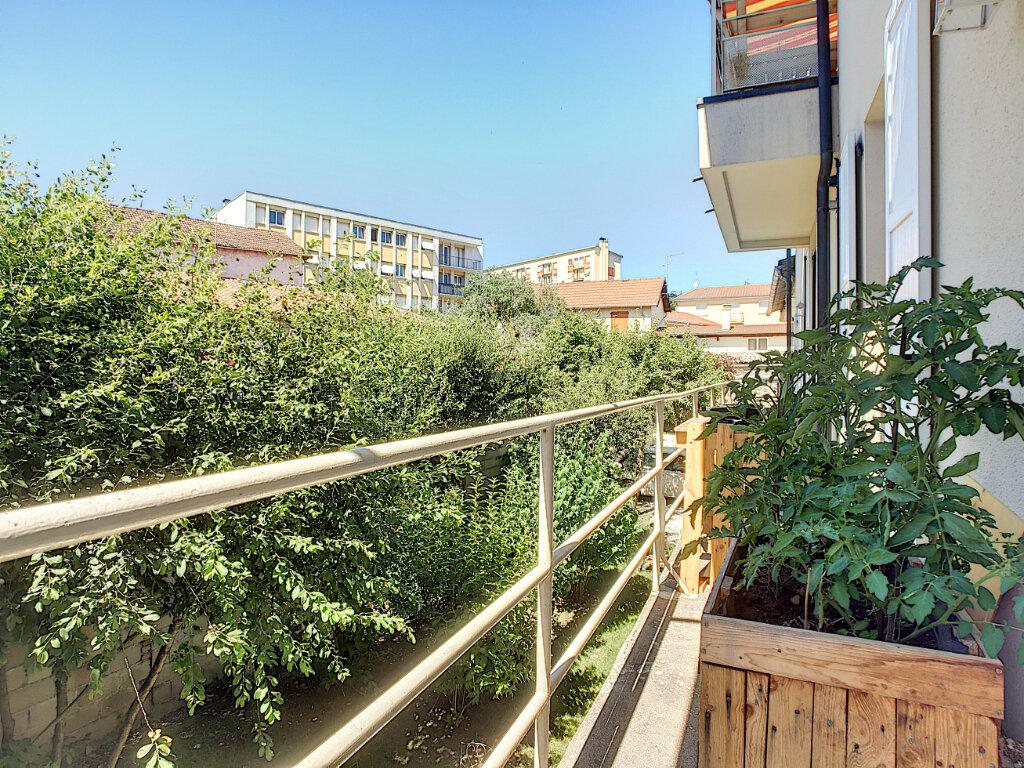Appartement à louer 4 87m2 à Aurillac vignette-9