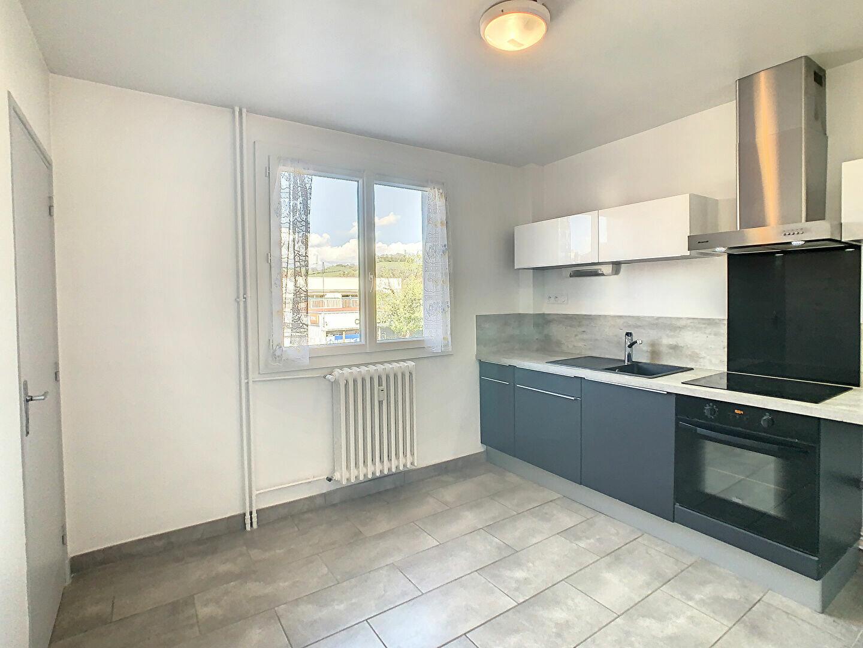 Appartement à louer 4 76m2 à Aurillac vignette-2