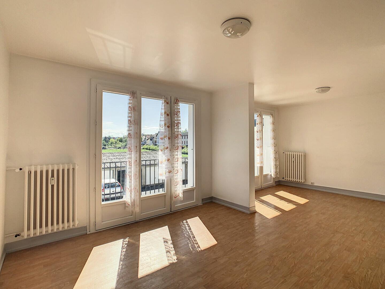 Appartement à louer 4 76m2 à Aurillac vignette-4