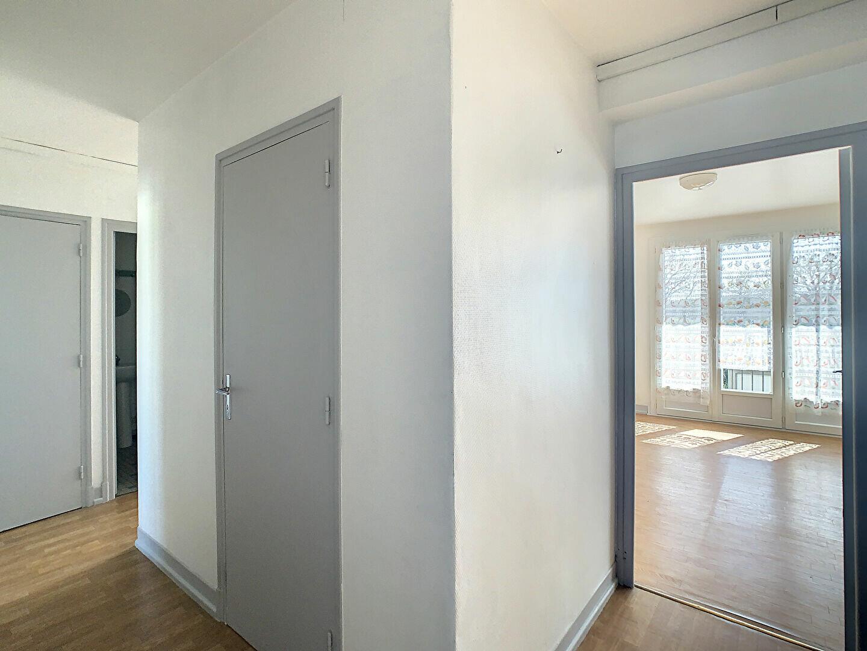 Appartement à louer 4 76m2 à Aurillac vignette-7
