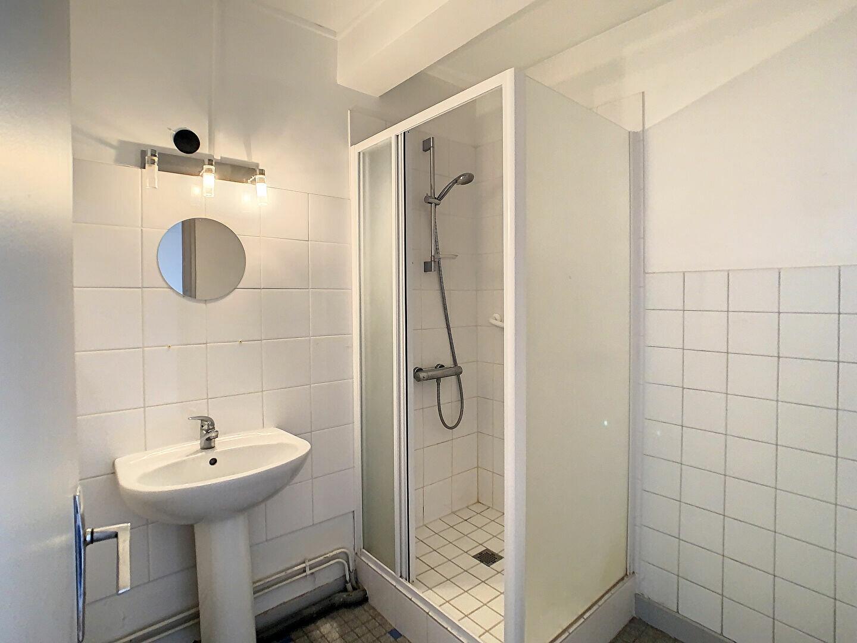 Appartement à louer 4 76m2 à Aurillac vignette-9
