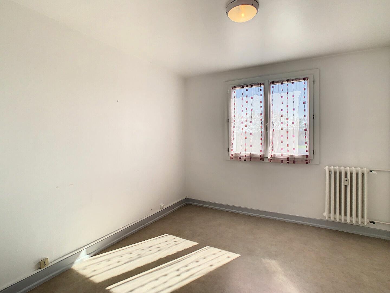 Appartement à louer 4 76m2 à Aurillac vignette-10