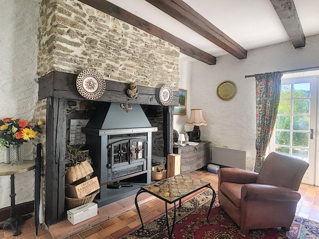 Maison à vendre 5 120m2 à Roannes-Saint-Mary vignette-2