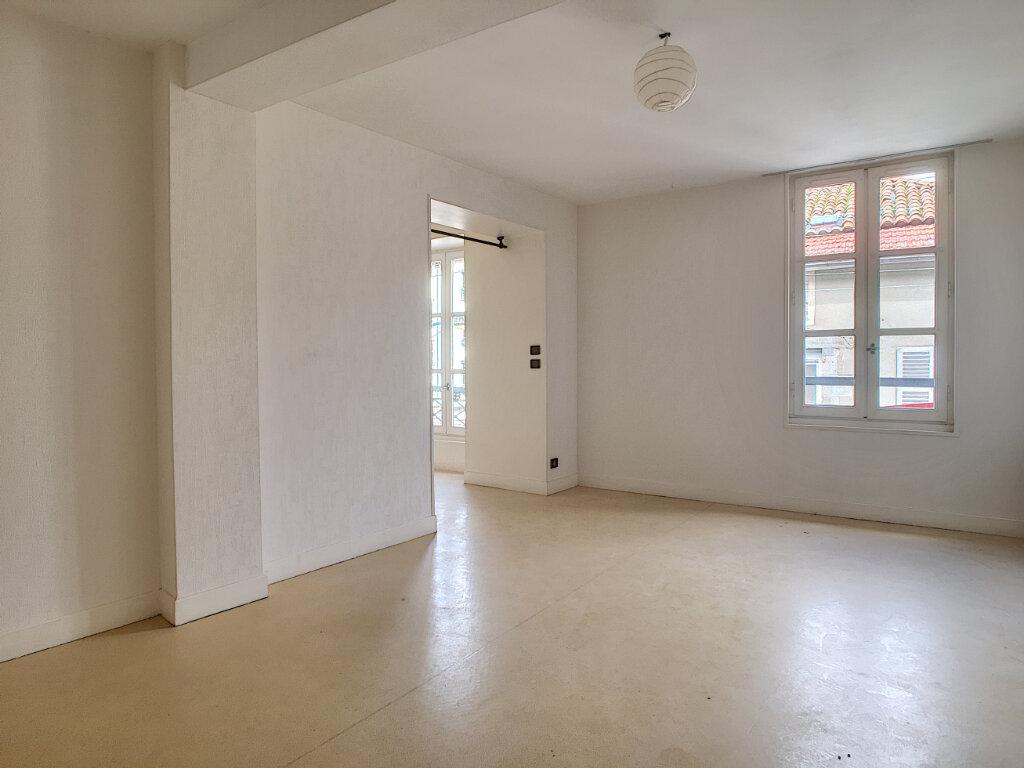 Appartement à louer 2 45m2 à Aurillac vignette-1