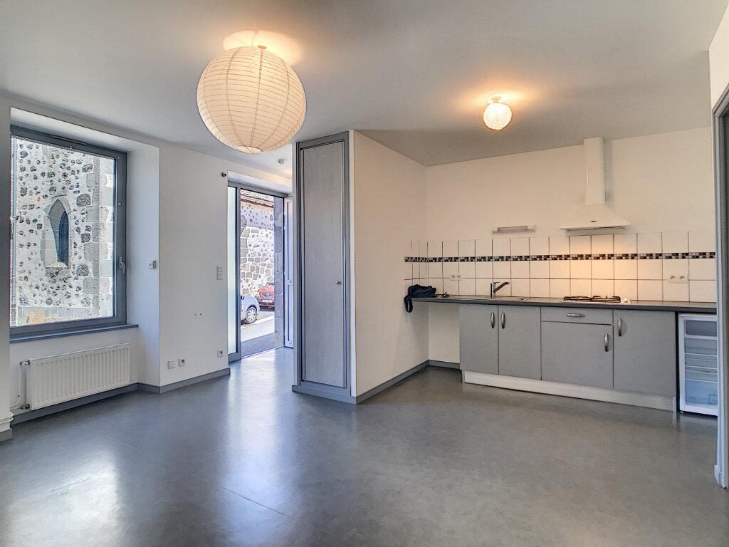 Appartement à louer 2 38m2 à Jussac vignette-1