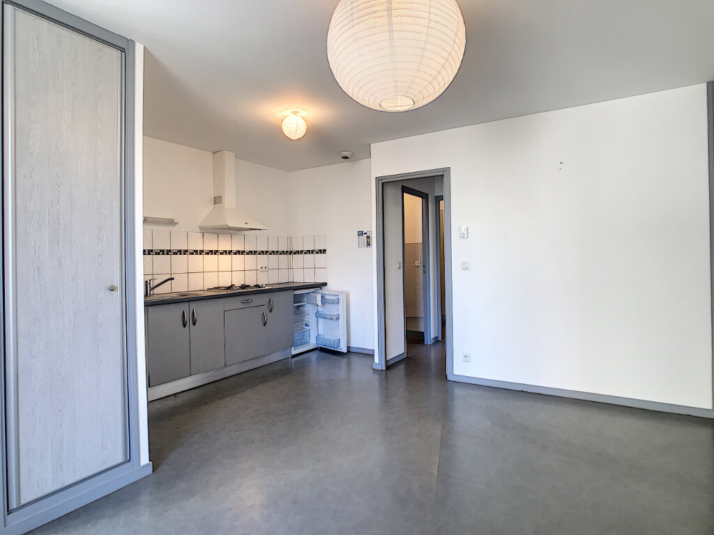Appartement à louer 2 38m2 à Jussac vignette-2