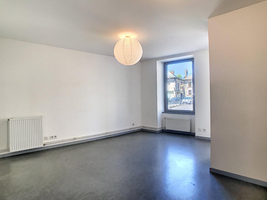 Appartement à louer 2 38m2 à Jussac vignette-4