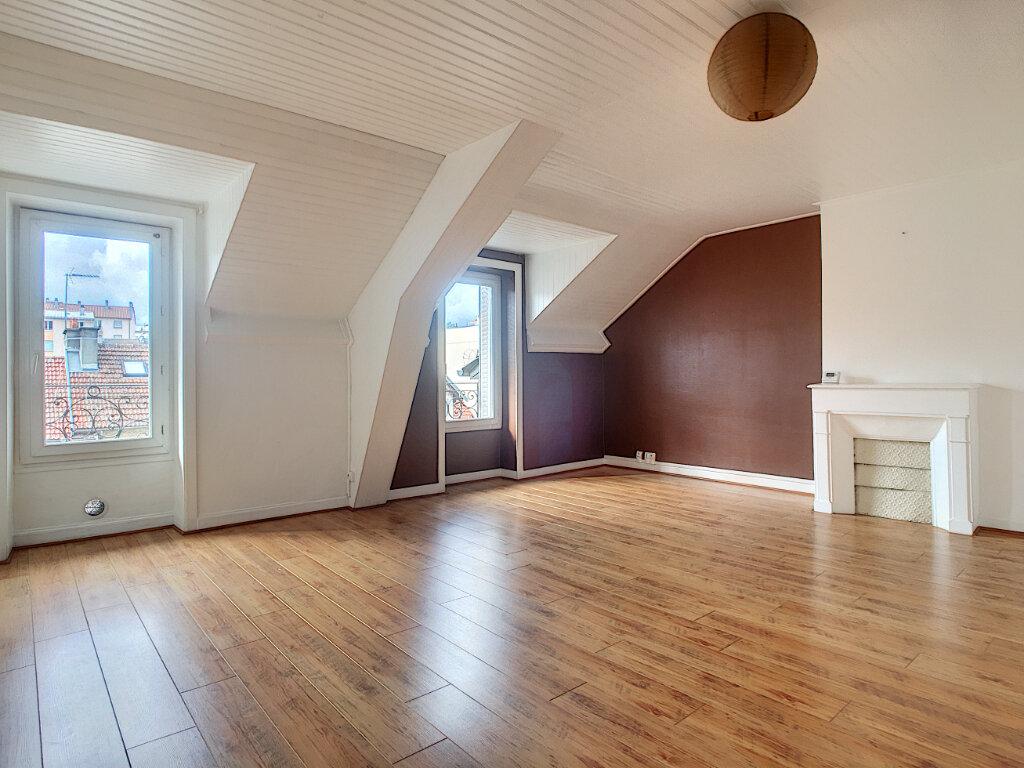 Appartement à louer 2 46.82m2 à Aurillac vignette-1