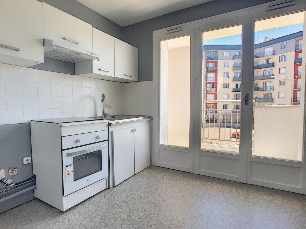 Appartement à louer 1 28m2 à Aurillac vignette-1