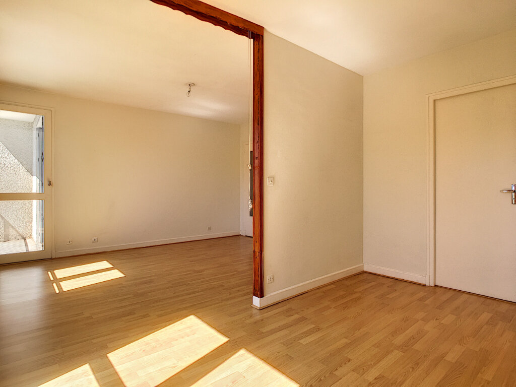 Appartement à louer 2 42.5m2 à Aurillac vignette-4