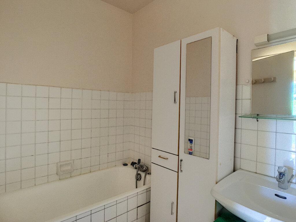 Appartement à louer 2 42.5m2 à Aurillac vignette-7