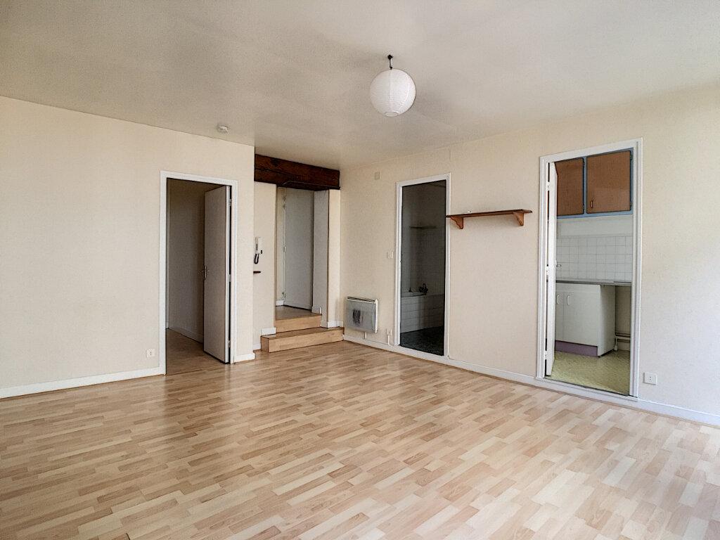 Appartement à louer 2 42m2 à Aurillac vignette-2