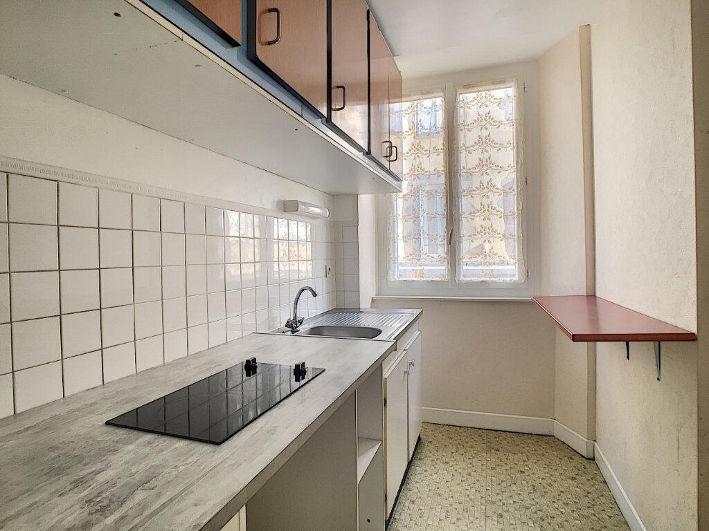 Appartement à louer 2 42m2 à Aurillac vignette-3
