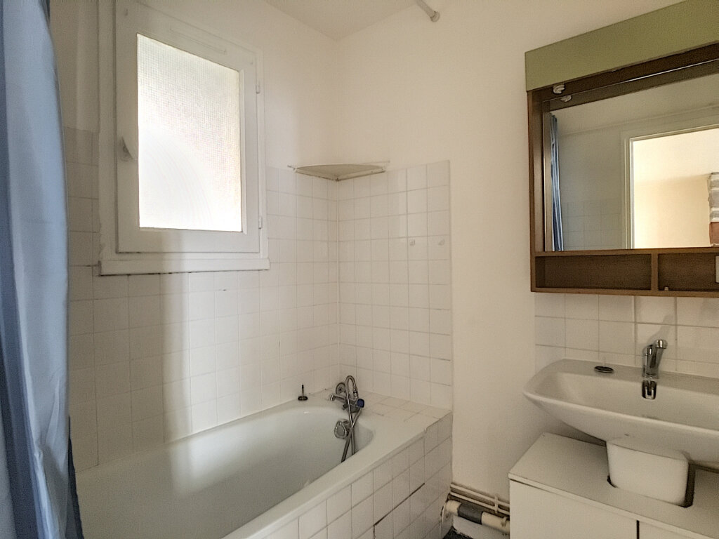 Appartement à louer 2 42m2 à Aurillac vignette-5