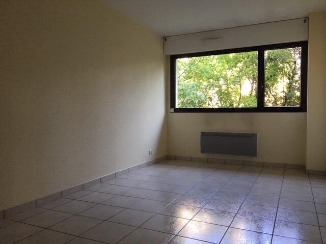 Appartement à louer 2 38m2 à Aurillac vignette-2
