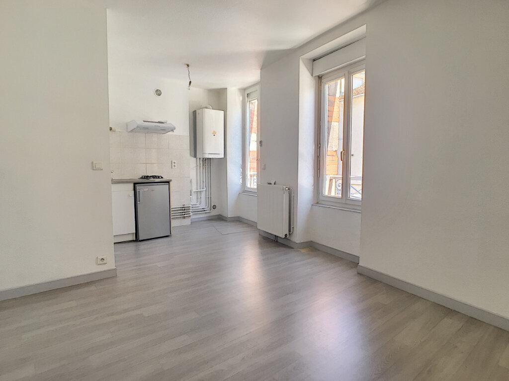 Appartement à louer 2 32m2 à Aurillac vignette-1