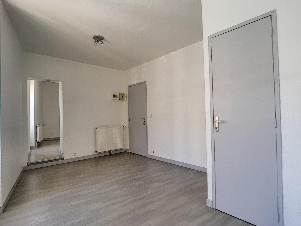 Appartement à louer 2 32m2 à Aurillac vignette-3