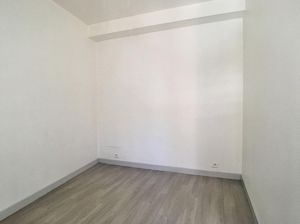 Appartement à louer 2 32m2 à Aurillac vignette-6