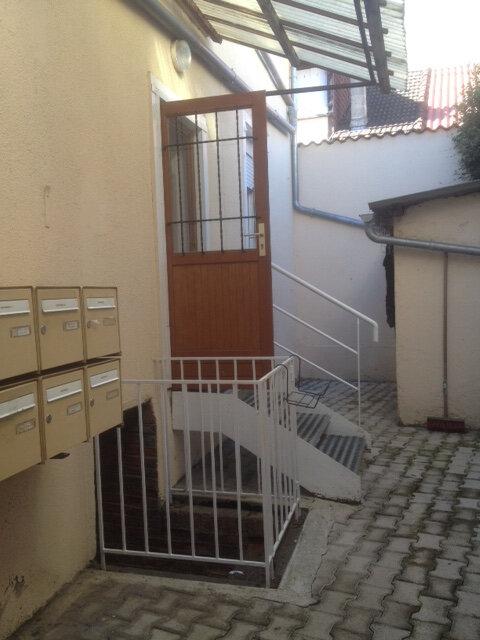 Appartement à louer 2 32m2 à Aurillac vignette-8