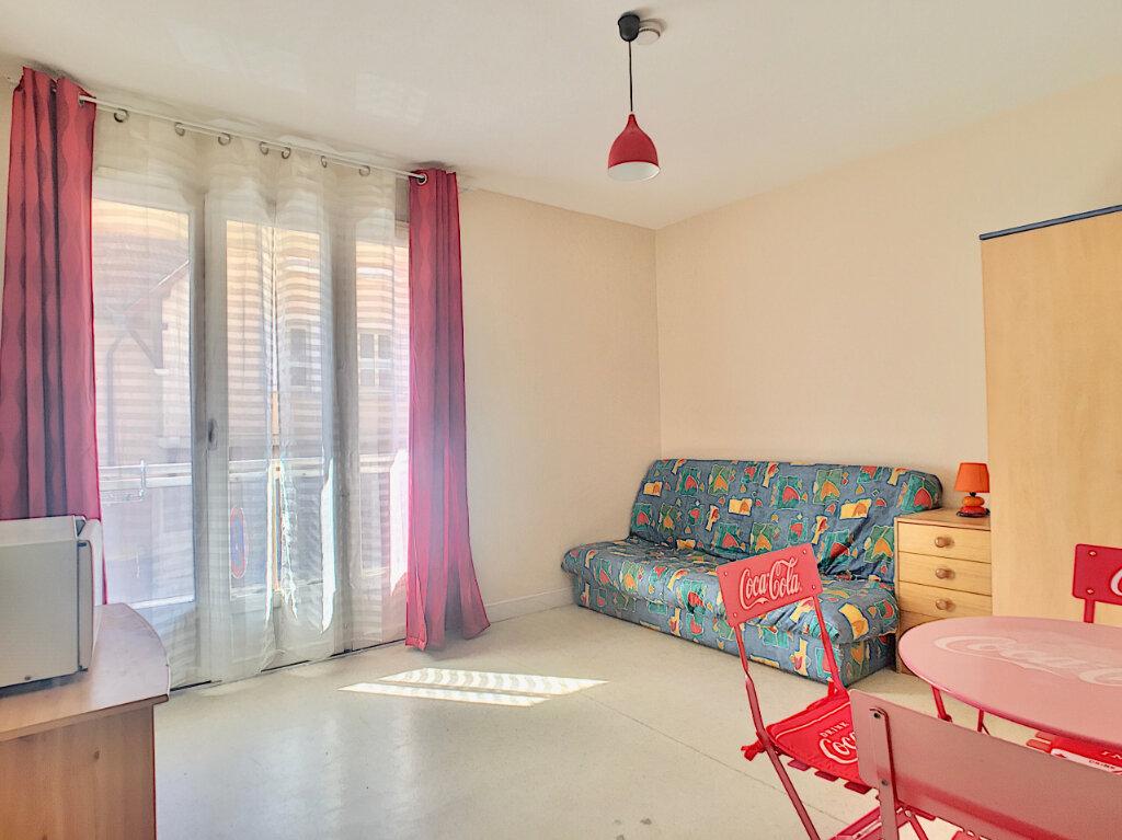 Appartement à louer 1 19m2 à Aurillac vignette-1