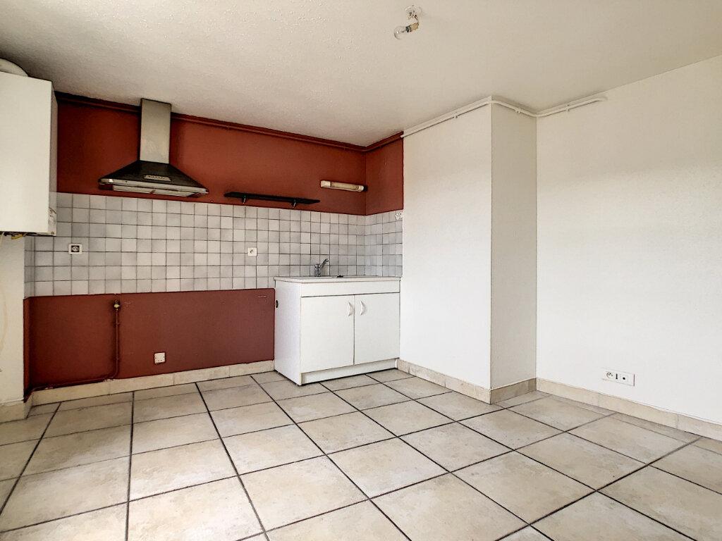 Appartement à louer 2 30m2 à Aurillac vignette-1