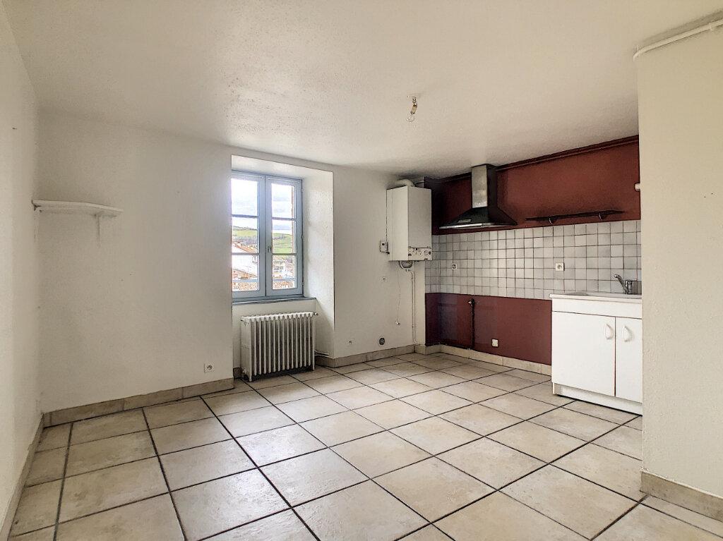 Appartement à louer 2 30m2 à Aurillac vignette-2