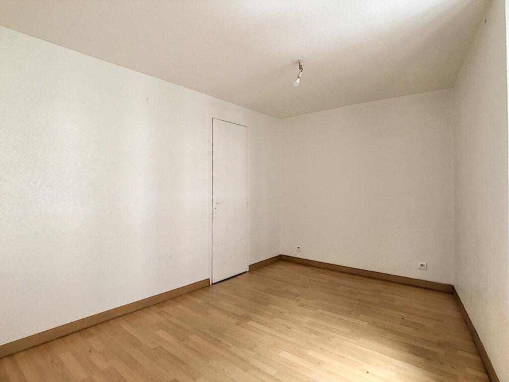 Appartement à louer 2 30m2 à Aurillac vignette-3