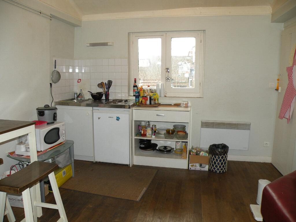 Appartement à louer 1 25.73m2 à Aurillac vignette-1