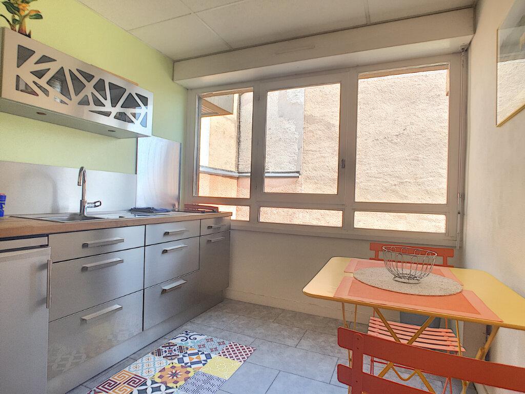 Appartement à louer 2 49.18m2 à Aurillac vignette-5