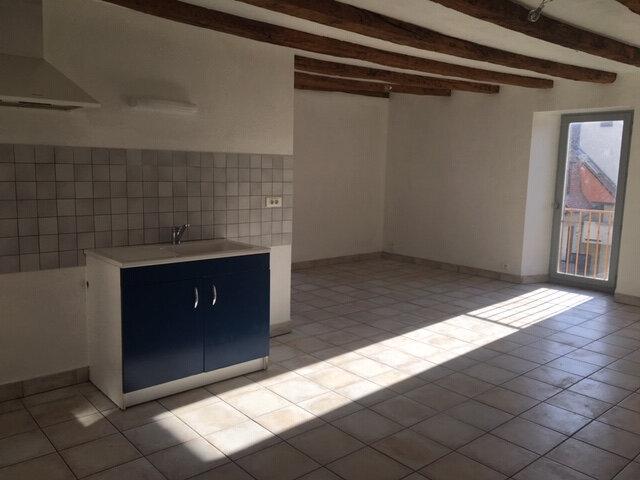 Appartement à louer 3 68m2 à Aurillac vignette-1