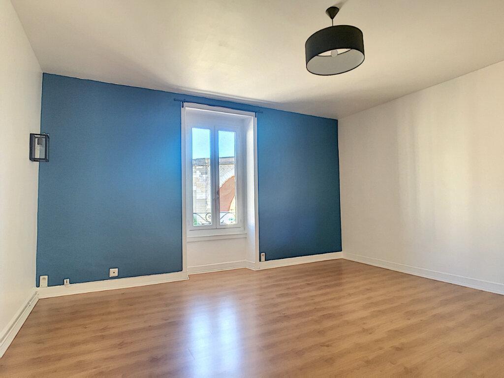 Appartement à louer 3 77m2 à Aurillac vignette-3