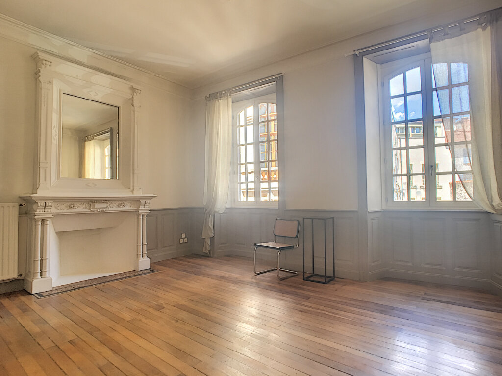 Appartement à louer 1 37m2 à Aurillac vignette-1