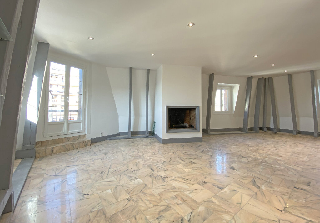 Appartement à louer 3 101m2 à Aurillac vignette-1