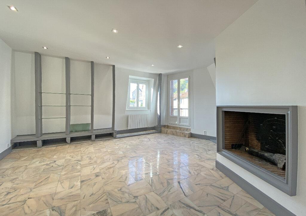 Appartement à louer 3 101m2 à Aurillac vignette-2