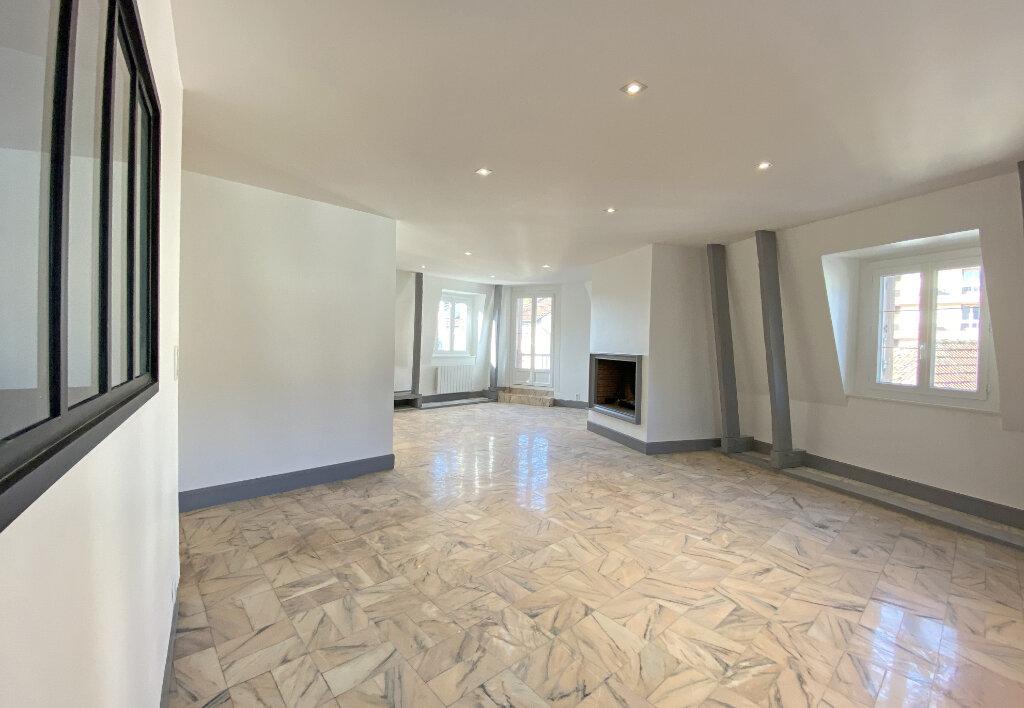Appartement à louer 3 101m2 à Aurillac vignette-3